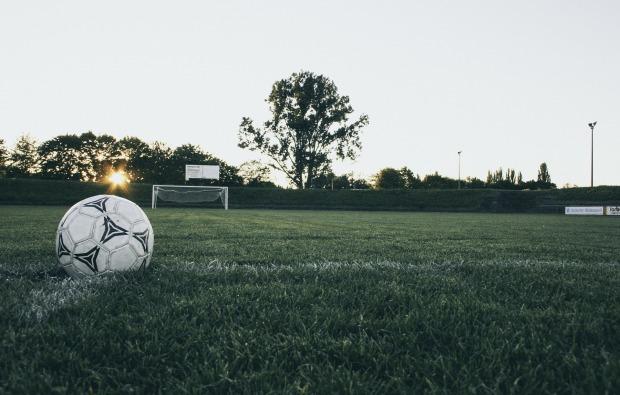 football-1486353_1920.jpg